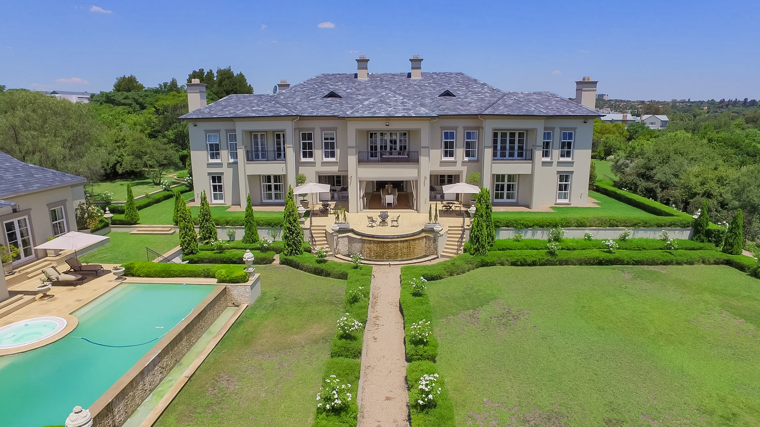 Main Photo of a 6 bedroom Property for sale